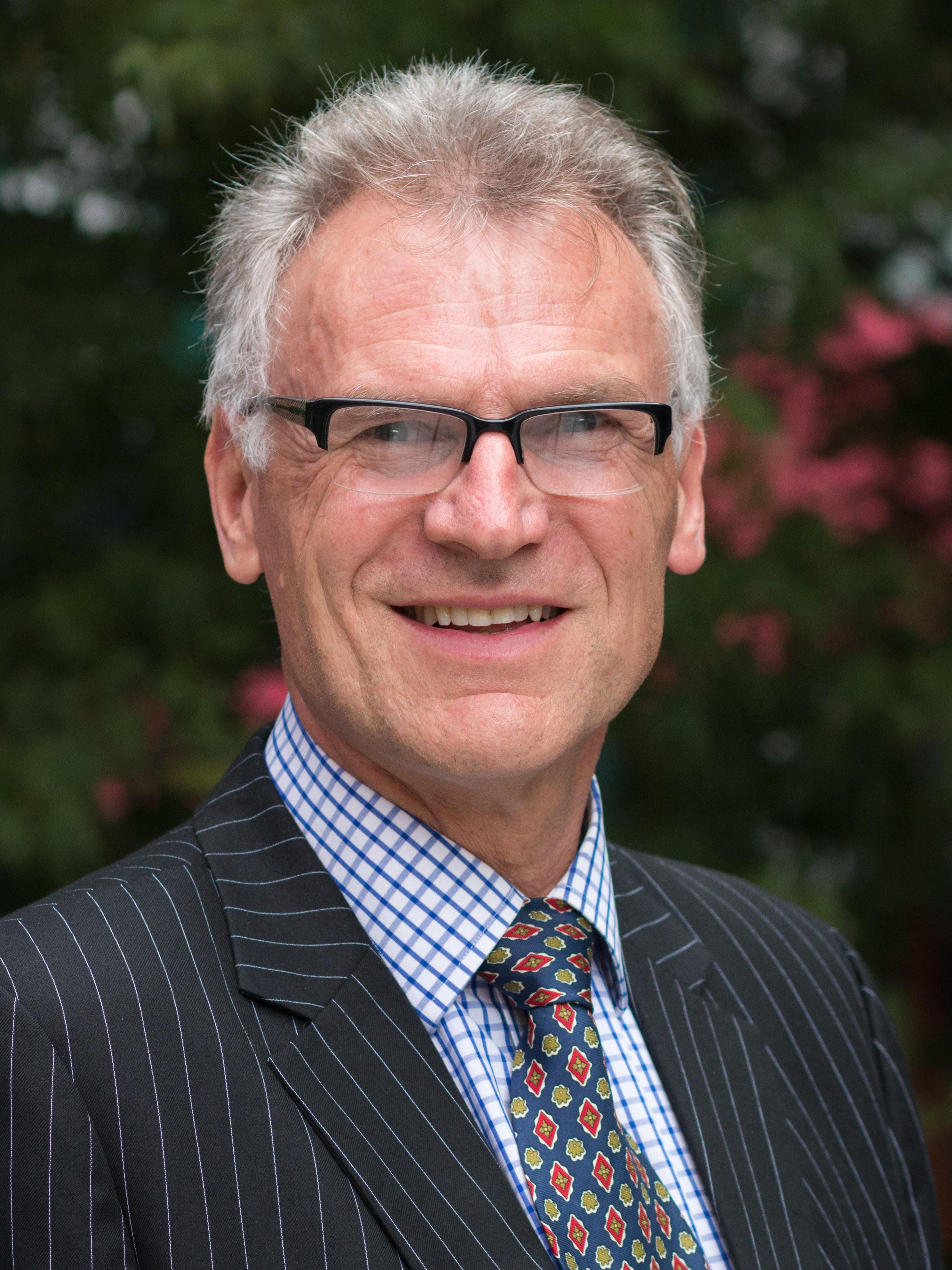 Dr Steve Hodgkinson